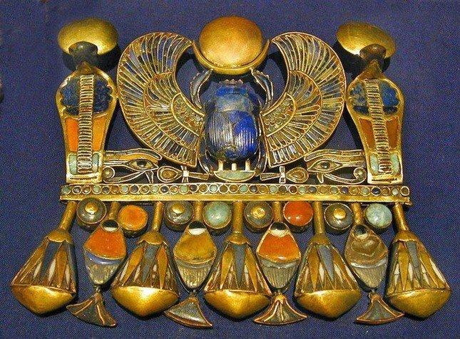 """Khám phá gây sốc: Báu vật trong mộ vua Ai Cập làm từ """"vật liệu vũ trụ"""" - 1"""