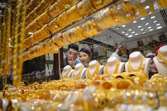 """Giá vàng hôm nay 6/7: Tiếp tục tăng khi các ngân hàng trung ương """"lũ lượt"""" gom vàng - 1"""