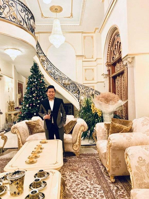 """Giàu """"nứt vách"""", ở biệt thự dát vàng nhưng Quang Lê, Quyền Linh lại sống thế này - 1"""