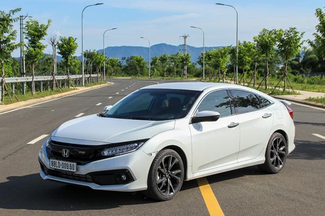 """Đại lý """"xả hàng"""" Honda Civic, giảm giá tới 150 triệu đồng - 1"""