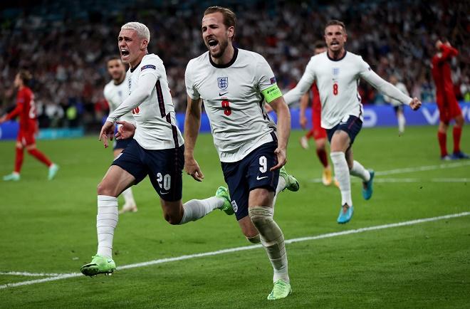 Anh ngược dòng hạ Đan Mạch vào chung kết EURO: Sterling khẳng định không ăn vạ - 1