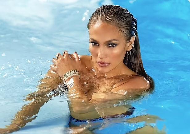 "lopez 14 1625734314 295 width616height436 ""Siêu vòng 3"" Jennifer Lopez khoe body đẹp mãn nhãn khi sắp đón sinh nhật tuổi 52"