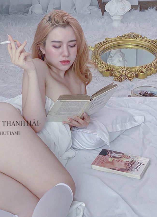 Nguyễn Thanh Hải sinh năm 1998, quê ở Quảng Ngãi, được nhiều người biết đến nhờ nhan sắc xinh đẹp và thân hình bốc lửa.