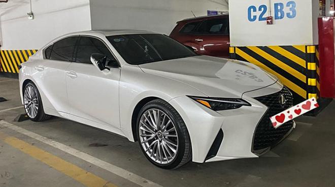 Lexus IS thế hệ mới vừa lăn bánh rao bán lỗ hơn 200 triệu đồng - 1