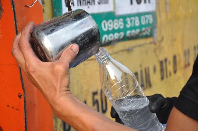 Nóng tuần qua: Nước dừa giá rẻ bất ngờ, dân buôn tiết lộ nguồn gốc thật sự - 1