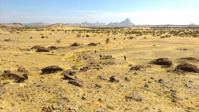 1626022771 qubbas around jebel maman 777x437 16258372461311105361190 width777height437 Choáng với hang động hàng nghìn năm tuổi được điêu khắc vào vách núi