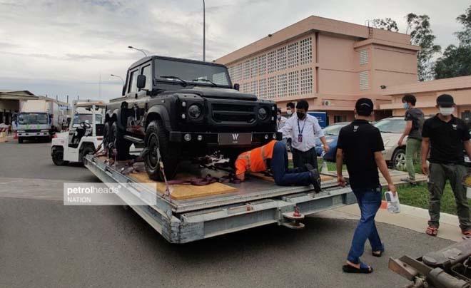 """""""Hàng hiếm"""" Land Rover Defender bản độ 6 bánh về tay đại gia Campuchia - 1"""