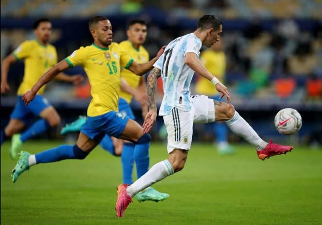 Messi lần đầu vô địch cùng ĐT Argentina, an ủi Neymar và hôn cúp xúc động - 3