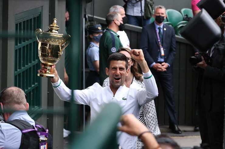 Djokovic ẵm 20 Grand Slam: Báo chí ca ngợi vĩ đại nhất lịch sử, chỉ ra kỷ lục có 1 không 2 - 1