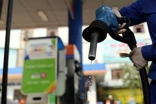Giá xăng dầu được điều chỉnh như thế nào kể từ 15h chiều nay 11/8? - 1