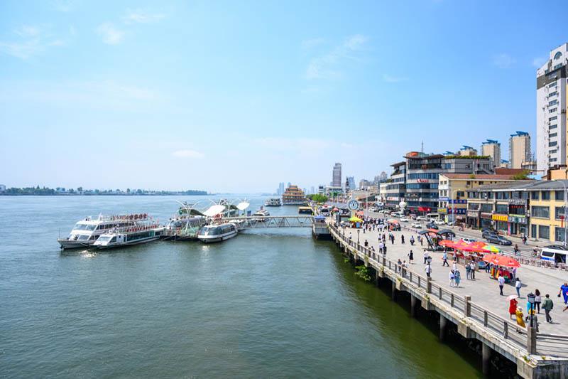 Thanh pho bien gioi 1 1626079509 410 width800height533 Thái Lan lùi lịch mở cửa Bangkok sang tháng 11
