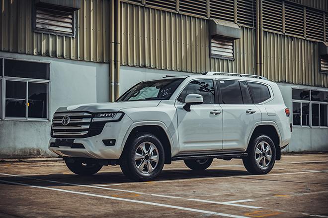 """Toyota Land Cruiser mới chênh giá bán hơn 500 triệu đồng tại Việt Nam, có phải vì quá """"hot"""" - 1"""
