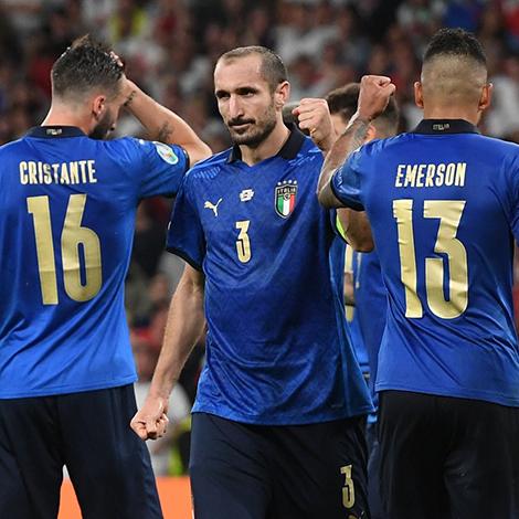 Italia vô địch EURO: Rũ bùn đứng dậy, trở lại làm trùm bóng đá châu Âu - 9