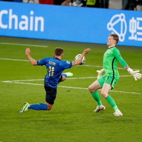 Italia vô địch EURO: Rũ bùn đứng dậy, trở lại làm trùm bóng đá châu Âu - 8