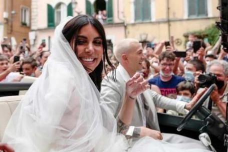 SAO Italia vô địch EURO liền cưới ngay mỹ nhân gái 1 con, gặp sự cố bi hài