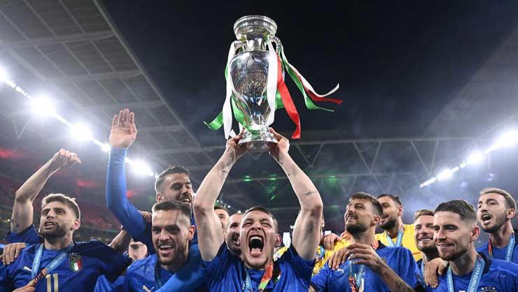 SAO Italia vô địch EURO liền cưới ngay mỹ nhân gái 1 con, gặp sự cố bi hài - 1