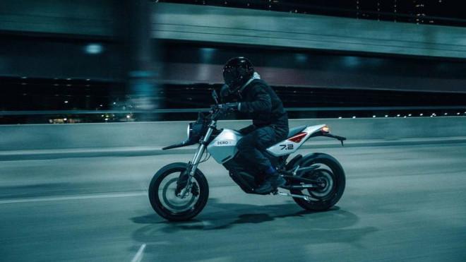 Lộ diện mẫu xe máy điện có công suất vượt mặt mô tô 400 cc - 1
