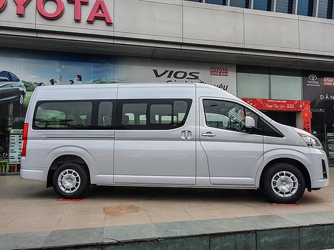 Cận cảnh Toyota Hiace mới tại đại lý, giá hơn 1,17 tỷ đồng - 3