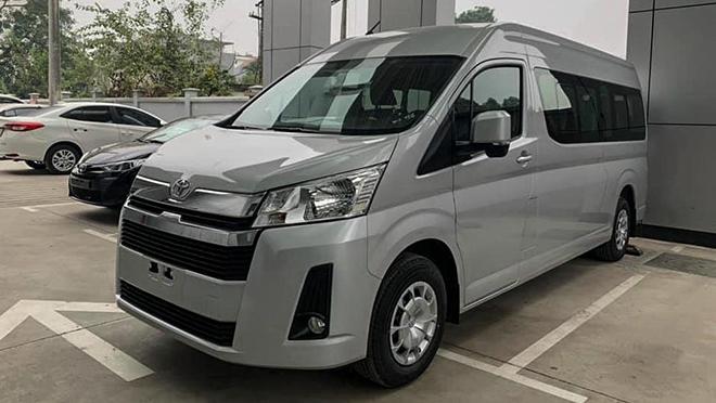 Cận cảnh Toyota Hiace mới tại đại lý, giá hơn 1,17 tỷ đồng - 1