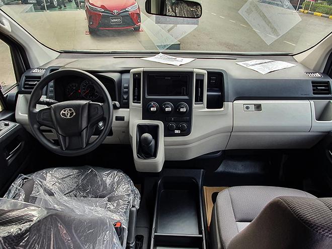 Cận cảnh Toyota Hiace mới tại đại lý, giá hơn 1,17 tỷ đồng - 5