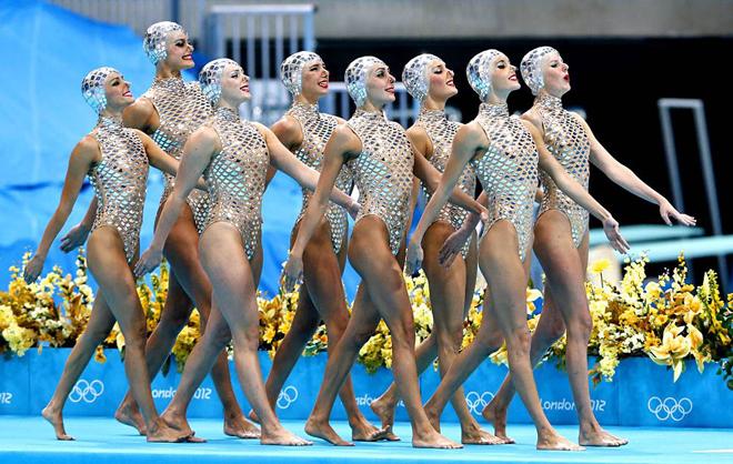 """Dàn mỹ nhân diện trang phục """"đỏ mặt"""", mặc đẹp như nàng tiên cá ở bể bơi Olympic - 1"""