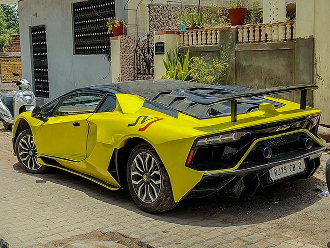 Kỹ sư châu Á biến hình Honda Civic thành Lamborghini Aventador SVJ - 4