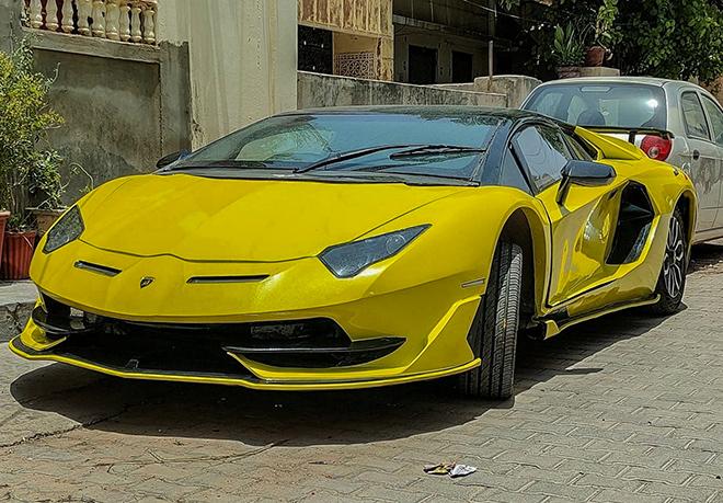 Kỹ sư châu Á biến hình Honda Civic thành Lamborghini Aventador SVJ - 3