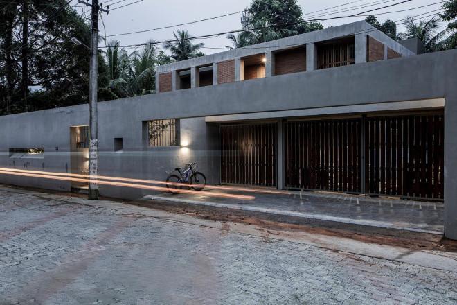 Ngỡ ngàng với nhà mái bằng gác lửng có bể bơi trong nhà - 1