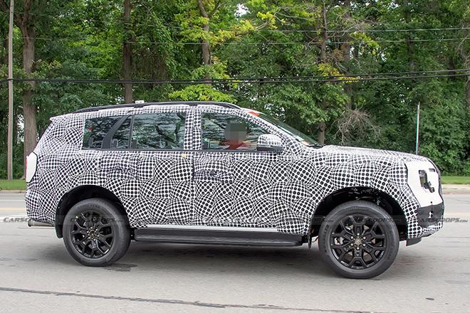 Ford Everest 2022 lộ diện chạy thử, thiết kế vuông vức mới mẻ - 3