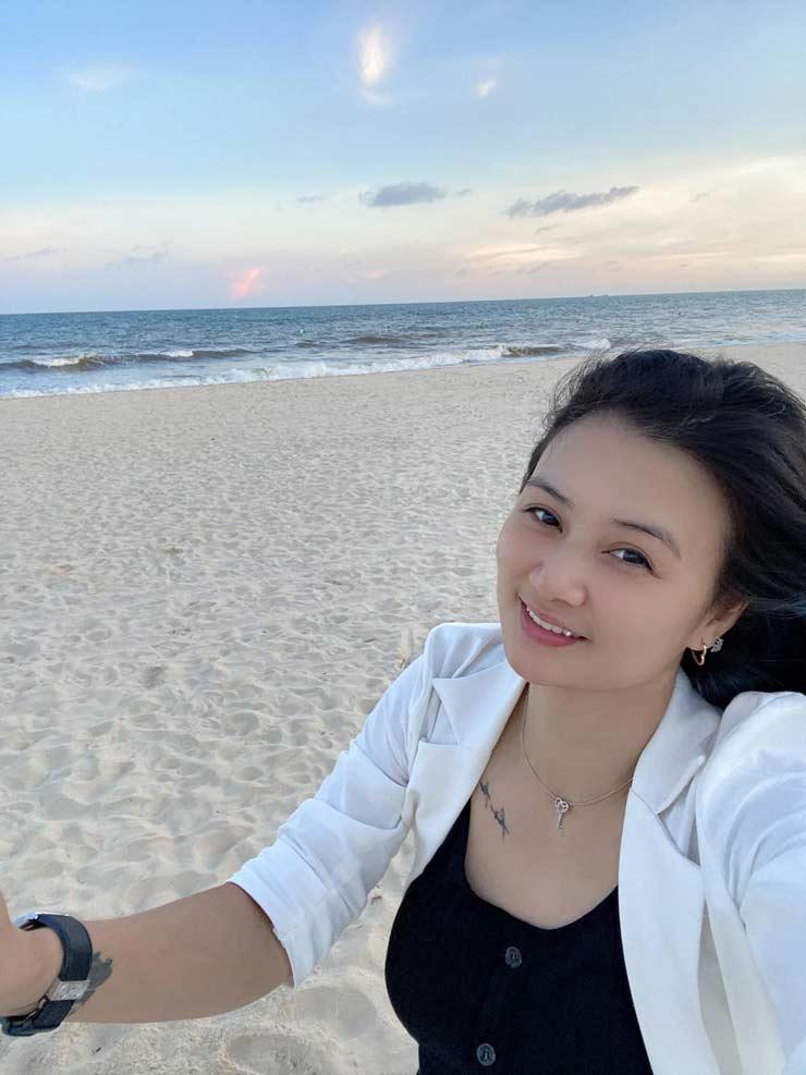 Hoa khôi bóng chuyền Kim Huệ ước có người yêu dẫn đi biển, Thu Huyền khoe dáng ngọc - 1