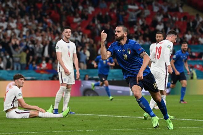 """ĐT Anh lại """"sôi máu"""": Siêu trung vệ Italia chụp lén trêu ngươi Maguire - 1"""
