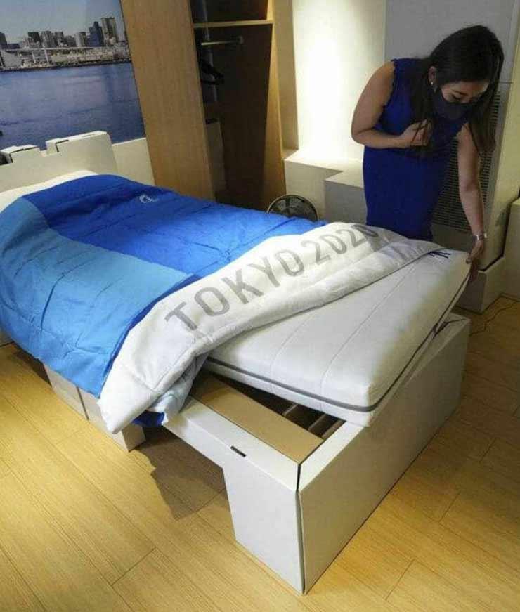 """Tròn mắt giường đặc biệt chống """"chuyện ấy"""" ở Olympic: Cứ """"yêu"""" là sập - 1"""