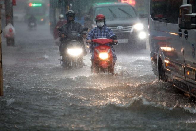 Xuất hiện vùng áp thấp trên Biển Đông, miền Bắc đón 2 đợt mưa to liên tiếp - 1