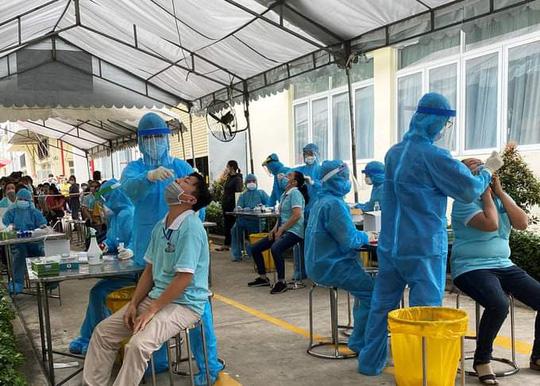 Dịch COVID-19 tại TP.HCM phức tạp, hơn 4.000 nhân viên y tế hỗ trợ chống dịch - 1