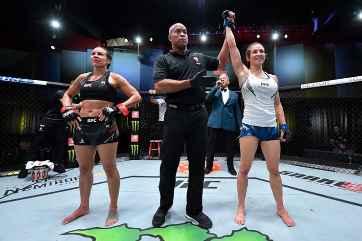 Mỹ nhân UFC Tate thắng đẹp khi tái xuất, võ sĩ đấm gục kẻ nát rượu và bị kiện - 1