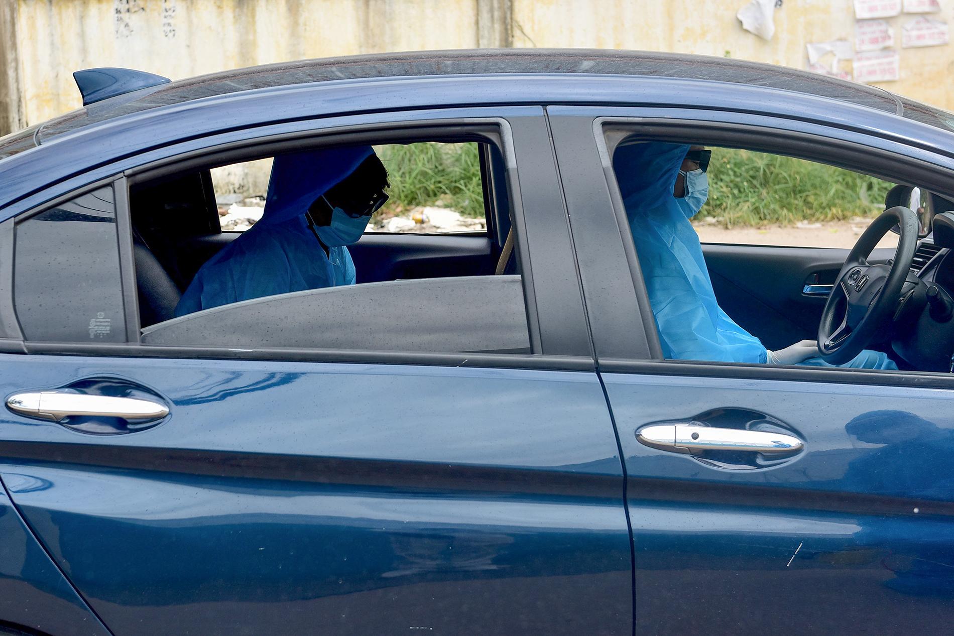 TP.HCM: Người đàn ông đi mua gạo dương tính SARS-CoV-2 khi test nhanh COVID-19 bên đường - 10