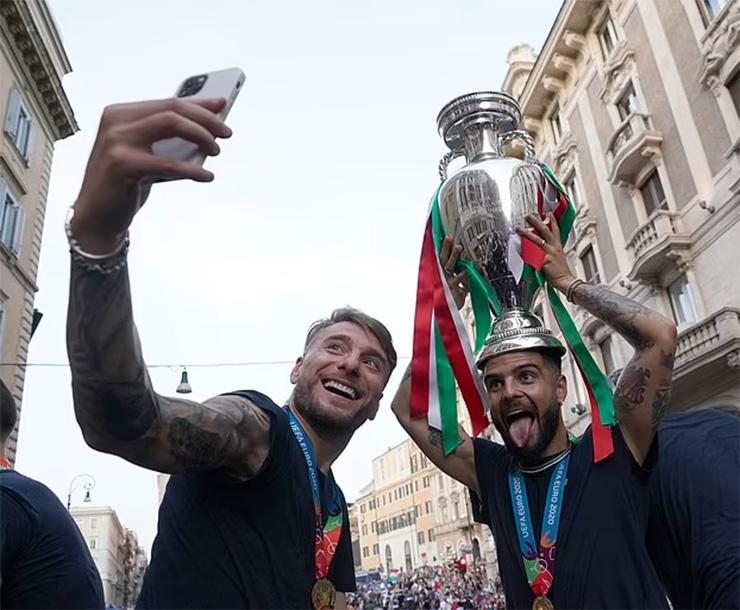 Dàn SAO Italia ăn chơi tưng bừng hậu EURO, kỳ dị Havertz nghỉ hè với… con lừa - 1