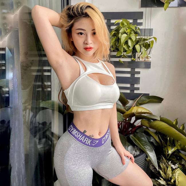 """Trần Thị Hậu (21 tuổi, biệt danh Bông Trần, quê Quảng Ninh) được mệnh danh là """"hot girl múa côn""""."""