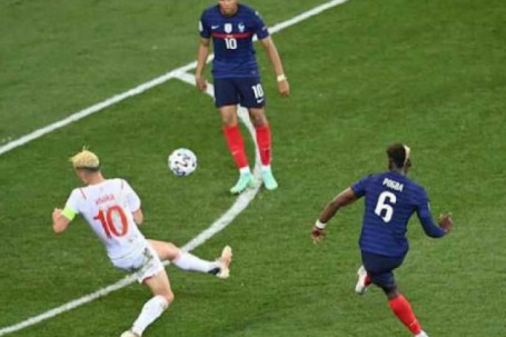 Pogba, Schick đấu SAO Italia tranh giải Bàn thắng đẹp nhất năm của UEFA