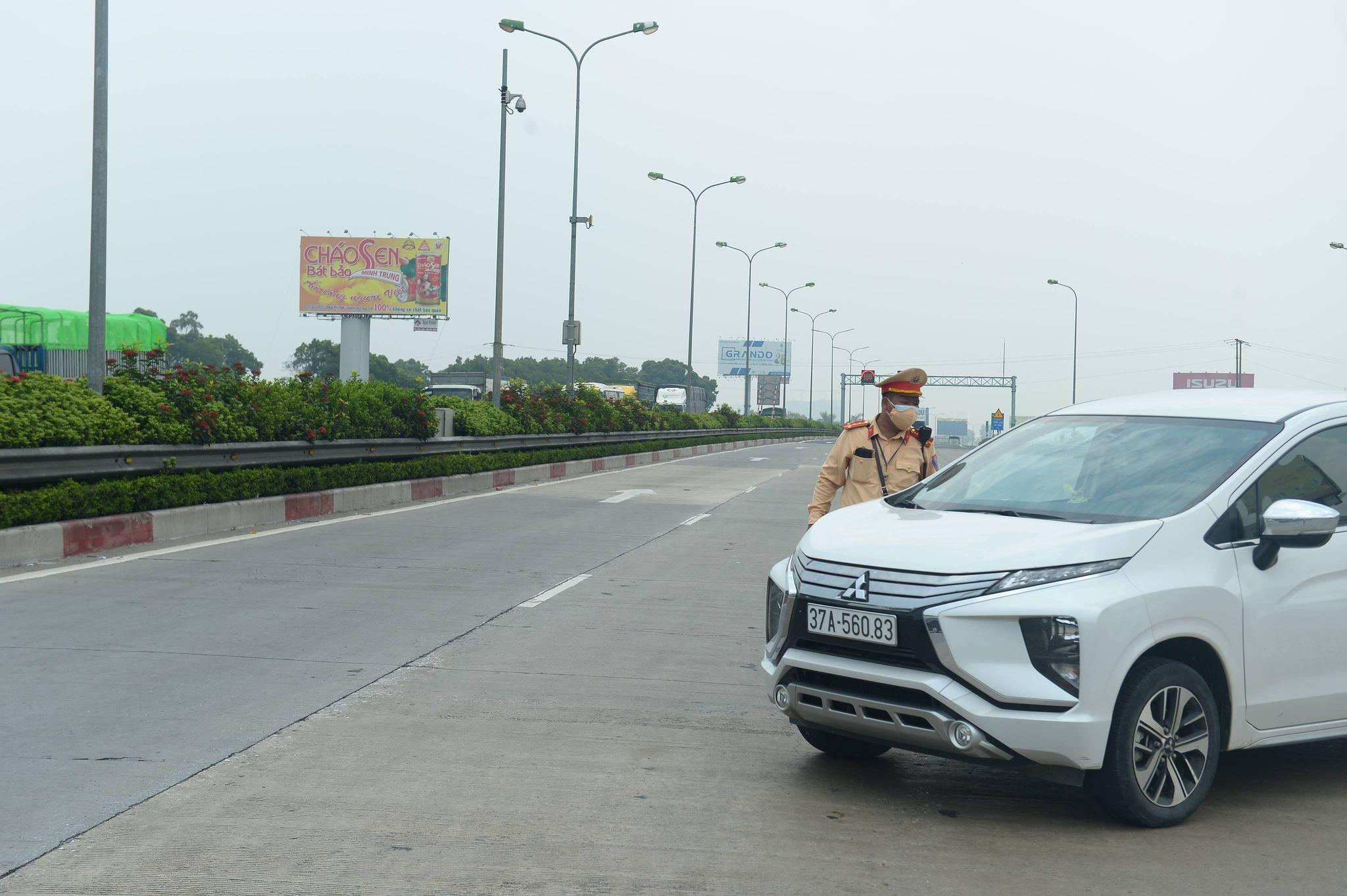 Ùn tắc hàng km ở chốt kiểm dịch cao tốc Pháp Vân - Cầu Giẽ - 3