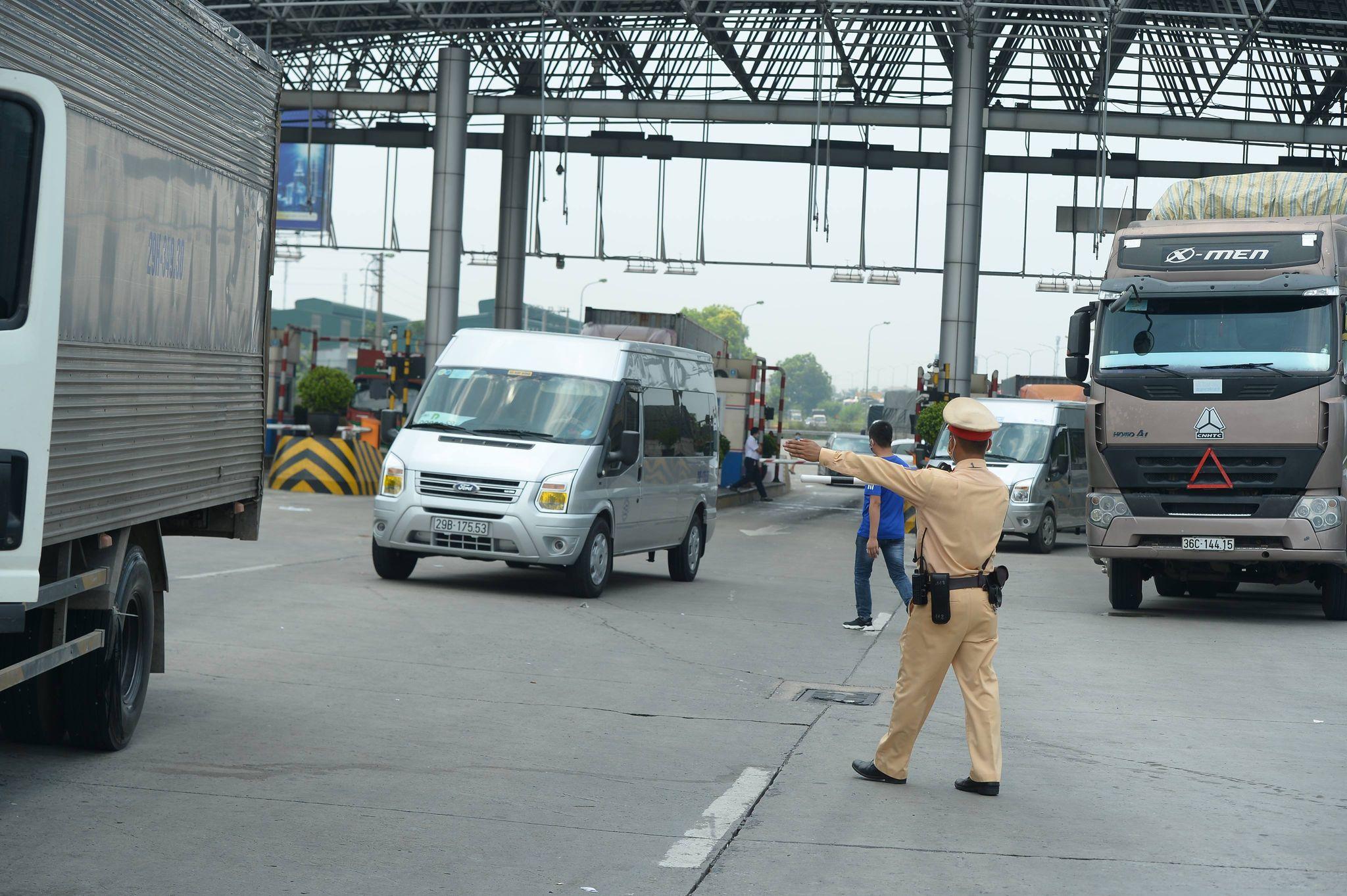 Ùn tắc hàng km ở chốt kiểm dịch cao tốc Pháp Vân - Cầu Giẽ - 4