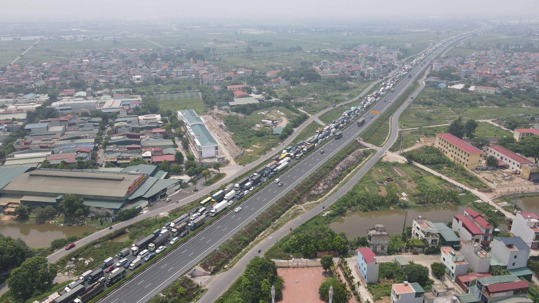 Ùn tắc hàng km ở chốt kiểm dịch cao tốc Pháp Vân - Cầu Giẽ - 8