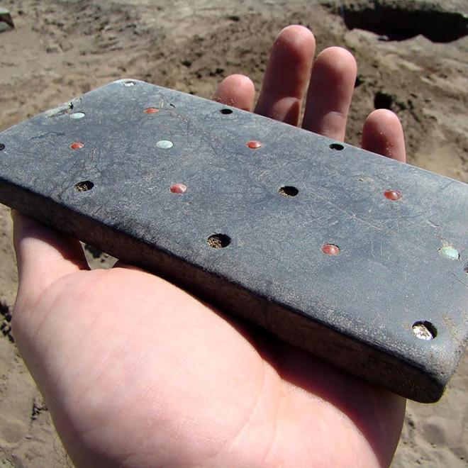 """Tìm thấy """"điện thoại iPhone"""" hơn 2.000 năm tuổi trong lăng mộ cổ - 1"""