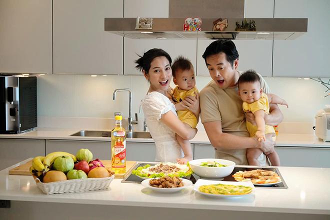 """Sao """"đảm"""" mùa dịch: Lan Phương và Sara Lưu trổ tài nấu ăn ngon với công thức chuẩn LIGHT - """"chiến"""" với thừa cholesterol - 1"""
