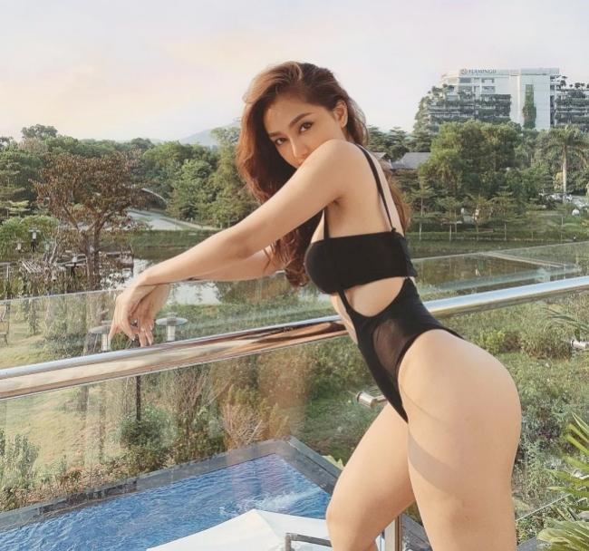 """Trước khi được biết đến là nữ chính trong MV """"Truyền thái y"""" của Ngô Kiến Huy, Vân Anh Scarlet đã nổi tiếng trong giới thời trang."""