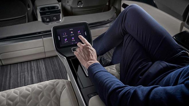 KIA Sedona bản Hi Limousine 4 chỗ chính thức có giá bán hơn 1,7 tỷ đồng - 6