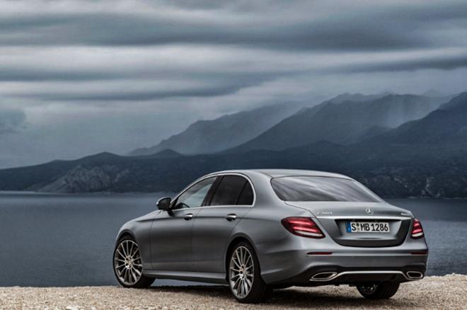 Mercedes-Benz triệu hồi loạt xe E-Class vì lỗi cảm biến sau - 3
