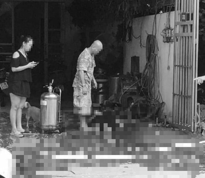 Nổ bình tạo bọt rửa xe, 1 phụ nữ tử vong - 1