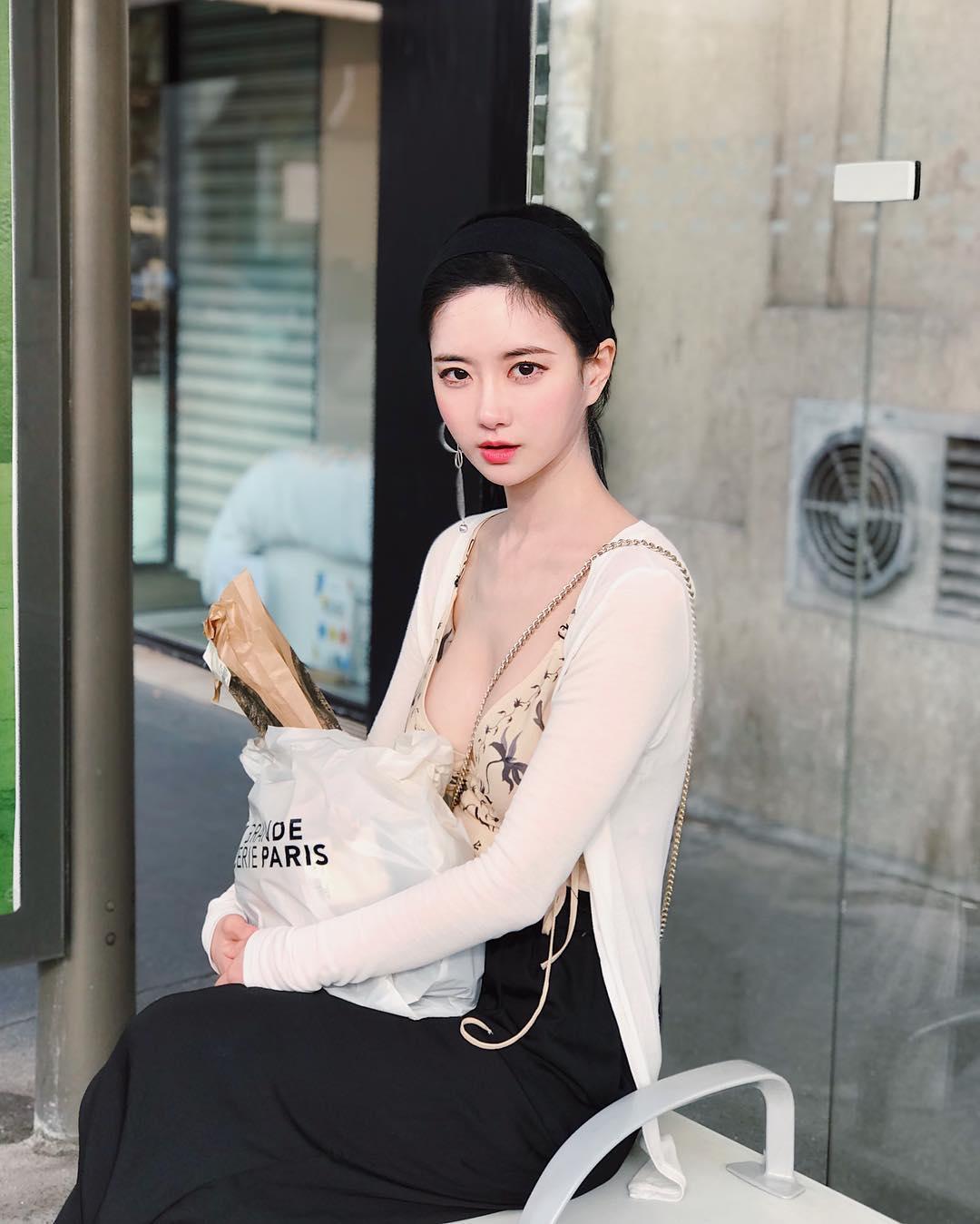 Nguyên tắc thời trang giúp thiếu nữ xứ Hàn khéo hút ánh nhìn nơi công cộng - 1