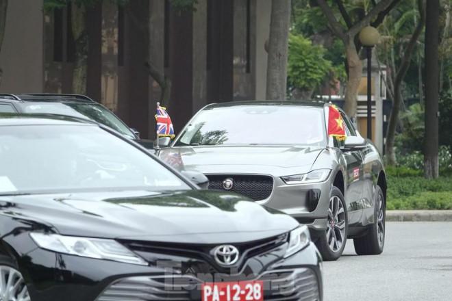 Chiếc xe điện đặc biệt đưa Bộ trưởng Quốc phòng Anh tới gặp Đại tướng Phan Văn Giang - 1
